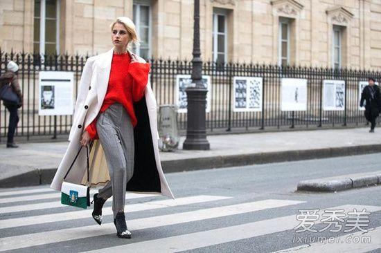 乳白色大衣的搭配技巧 乳白色大衣X红色冬季街头很抢眼