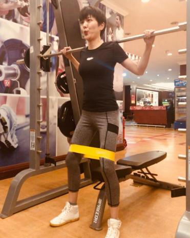 汪涵娇妻杨乐乐晒健身照 身材凹凸有致长腿抢镜
