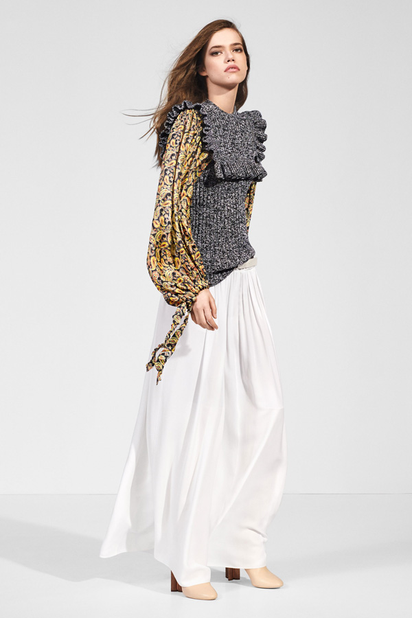 法国奢侈品牌 Louis Vuitton(路易威登)释出2018早秋系列LookBook,本季系列除了使用了高级的古典风格布料之外,还是用了亮面的材质进行了一次时尚的尝试。