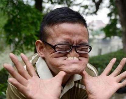 一手让人大跌眼镜的变脸绝活 他以丑获吉尼斯