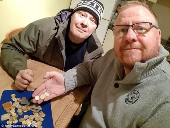 两名寻宝者发现54枚罗马金币 经鉴定为为拍戏道具