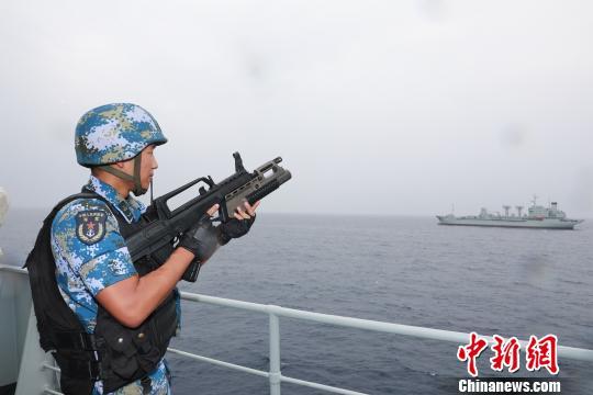 中国海军舰艇编队首次在该海域开展训练
