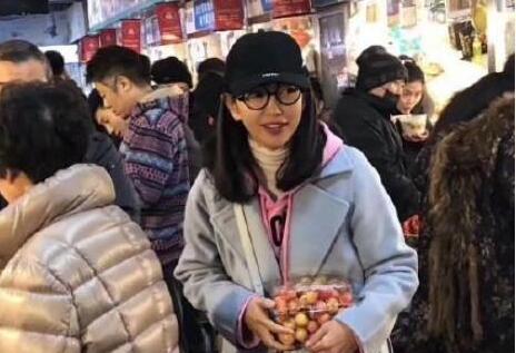 李冰冰买菜被偶遇 很难想象她已经45岁了