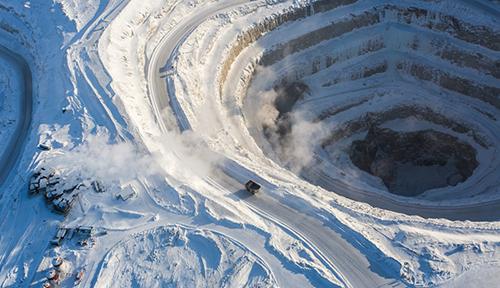 世界上神奇的坑洞 年产钻石量约为600-700万克拉