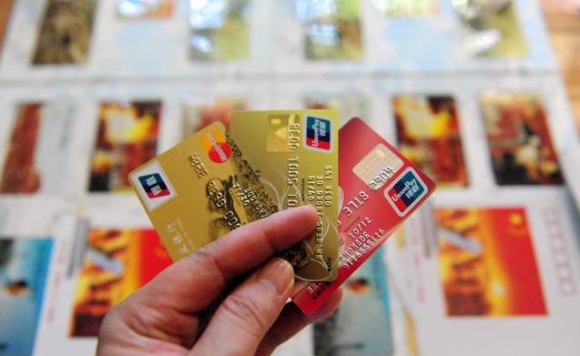 究竟哪种爱办信用卡?穷人还是富人?