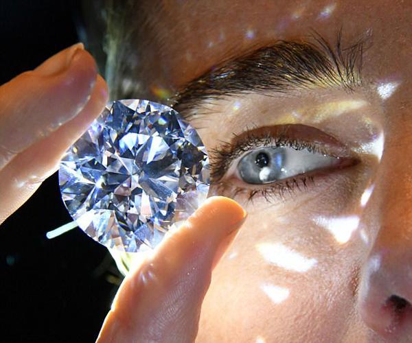 苏富比展出世界最珍稀白钻 目前正等待拍卖
