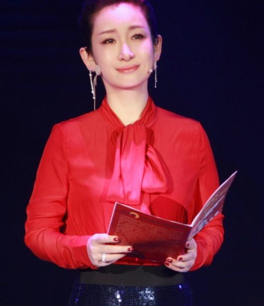 实力女演员秦海璐佩戴Piaget伯爵珠宝参加《国家宝藏》节目录制