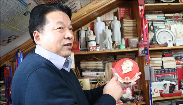 聊城红色收藏30年收藏数万枚毛主席像章