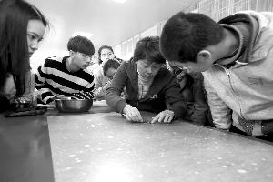 到南京博物院体验修复古籍的的奇妙感觉