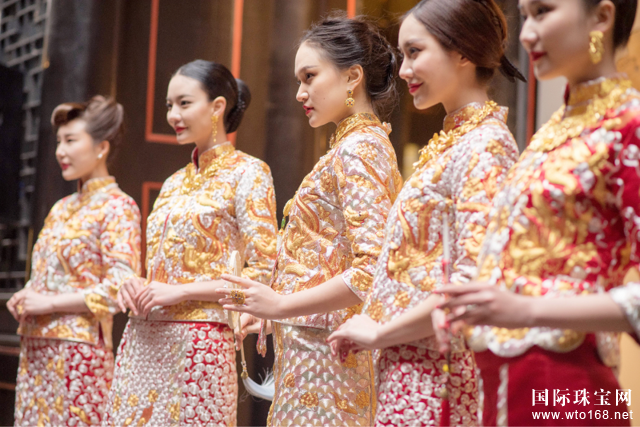 周大福跨界褂皇 让中式珠宝与中式嫁衣联袂呈现一次精彩的融合