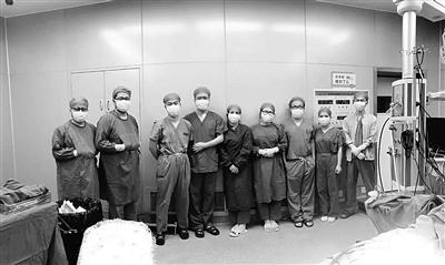 女孩坠楼全身骨头都断了 医生拼图接骨17小时成功救回