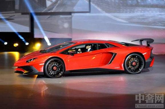 """兰博基尼Aventador SV让汽车 具有""""引人入胜的感性引擎声音"""""""