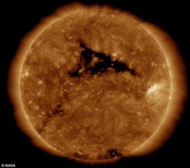 太阳风暴将再次抵地球 并在高纬度地区激发绚丽的极光