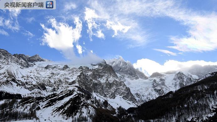 法国东部发生雪崩 紧急救援工作随即展开