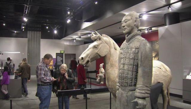 兵马俑手指被半段引国人担忧 西安文物交流中心要求严惩肇事者