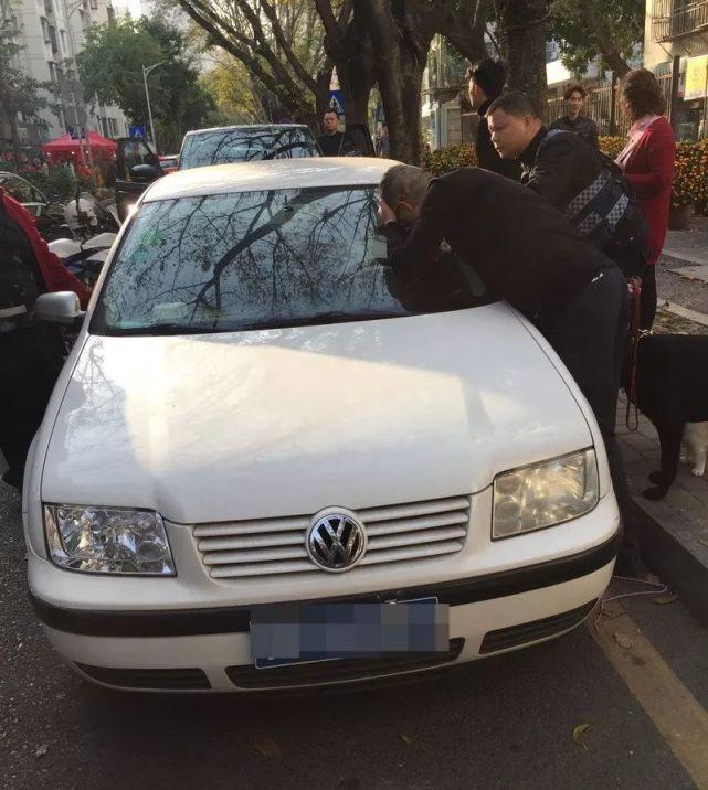 6岁女童被困车内 民警批评教育家长却发生这种事