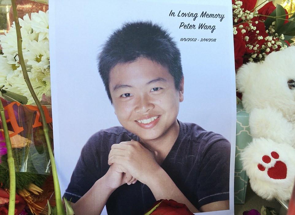 华裔少年救人遇难 为帮助同学逃生用身体顶住大门