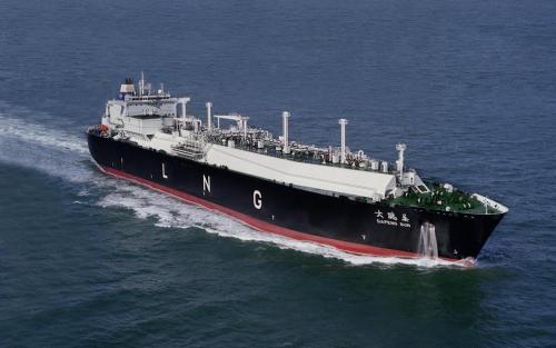 全球最大液化天然气运输船靠泊辽宁大连