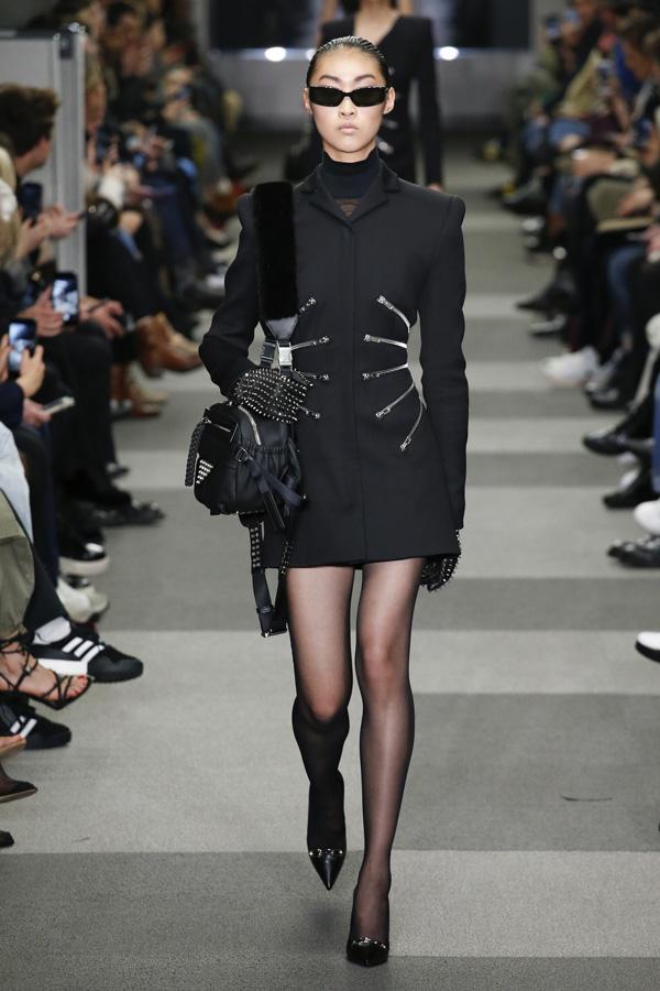 Alexander Wang(亚历山大·王)于纽约时装周发布2018秋冬系列高级成衣