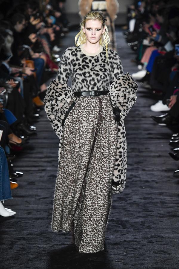 Max Mara(麦丝玛拉)于米兰时装周发布2018秋冬系列高级成衣