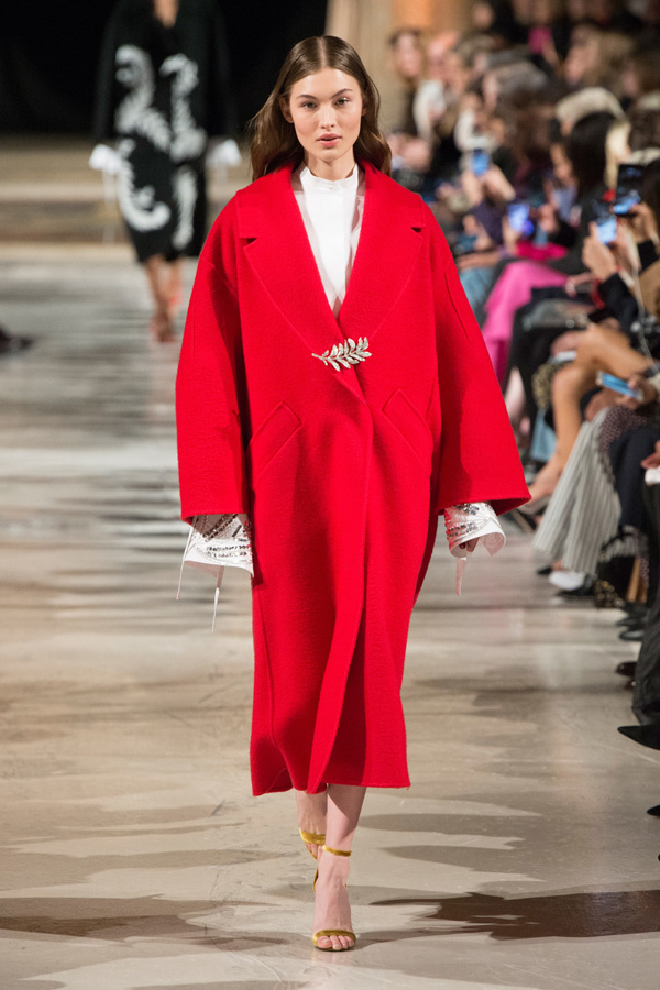 Oscar de la Renta(奥斯卡·德拉伦塔)于纽约时装周发布2018秋冬系列高级成衣