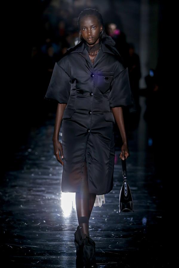 Prada(普拉达)于米兰时装周发布2018秋冬系列高级成衣