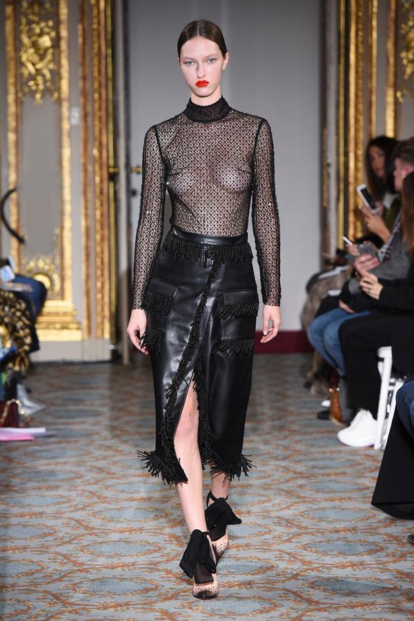 Huishan Zhang(张卉山)于伦敦时装周发布2018秋冬系列高级成衣