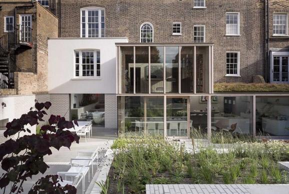 East London House豪宅:通过自然光的散发将室内外连为一体