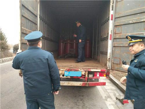 烟台一男子非法运输液化气瓶被拘留