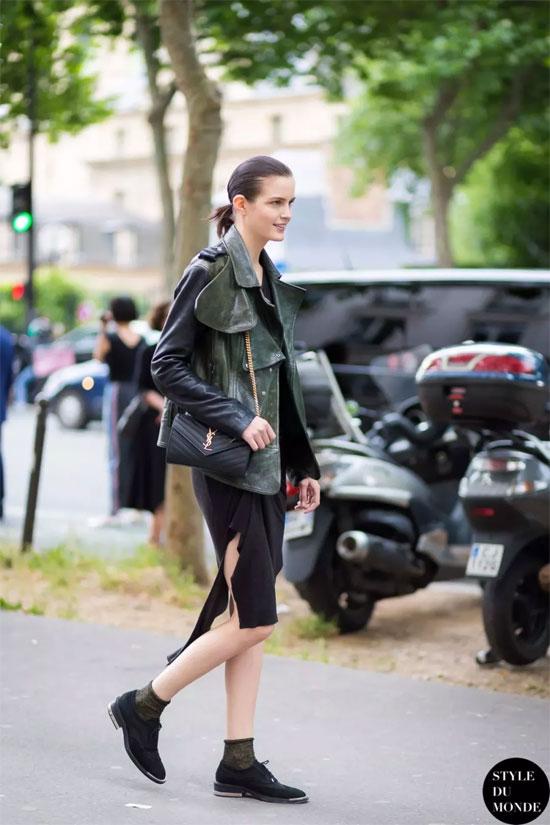 贝银品牌女装 墨绿+黑色两种颜色搭配出高级的感觉