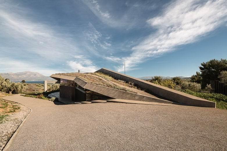 Sikamino屋檐豪宅:金属百叶窗为屋子提供必要的遮挡