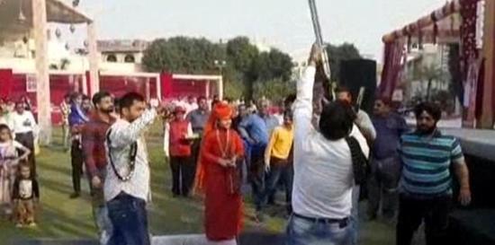 印度一婚礼迎亲庆祝新郎身亡 喜事变成了丧事