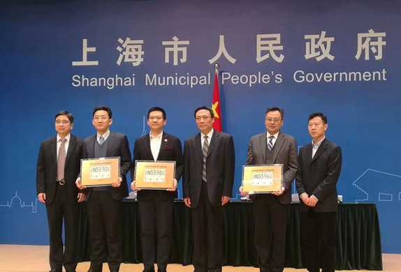 上海划自动驾驶区 发放全国首批自动驾驶路测牌照