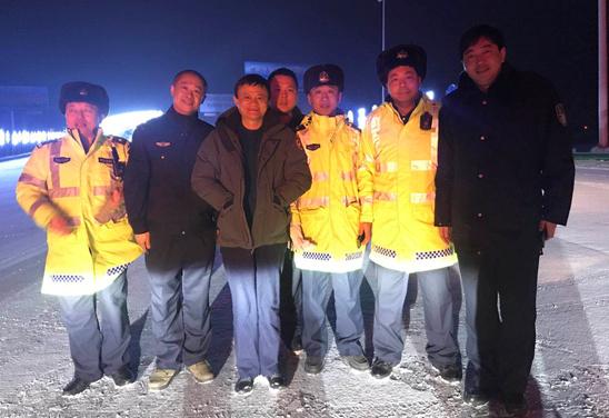 哈尔滨风吹雪且道路结冰 马云向交警致谢