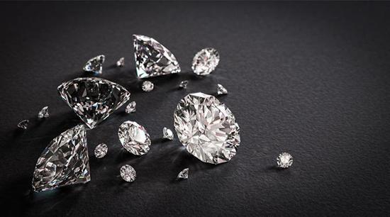 彩钻和白钻哪个贵