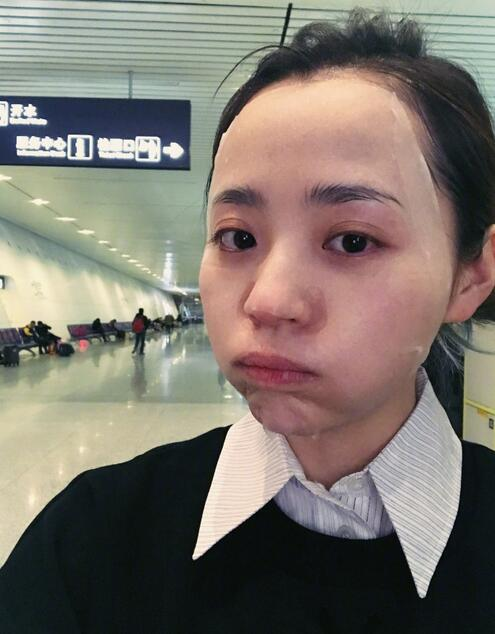 张靓颖晒机场敷面膜照片 疲惫模样让粉丝心疼