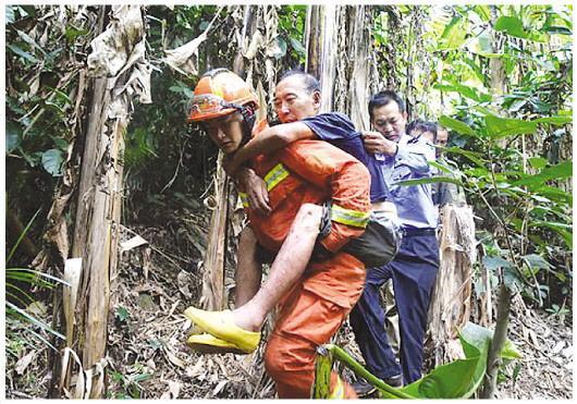 老人迷路被困悬崖4天3晚 都靠饮用泉水维持生命