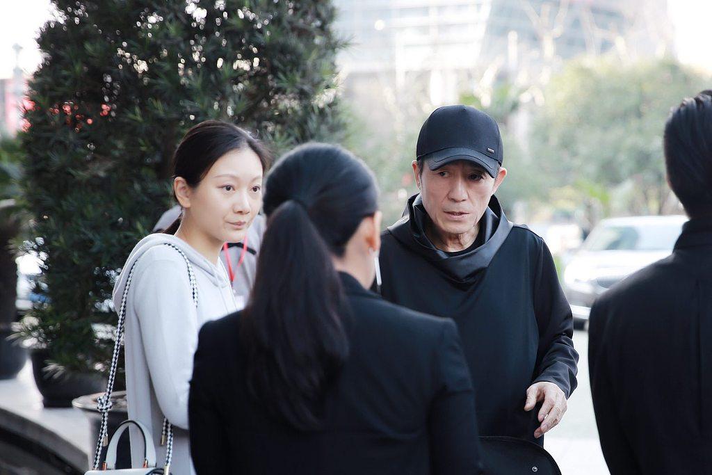 张艺谋和妻子为演出造势 《对话·寓言2047》在上海开启全国巡演