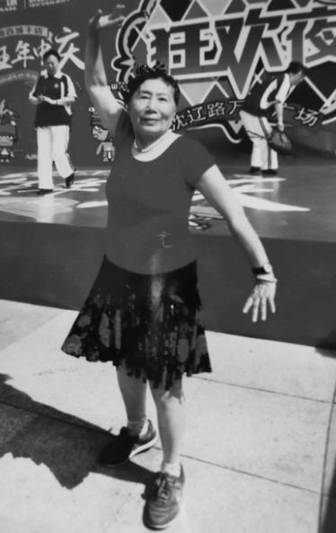 80岁奶奶坚持跳广场舞已十多年 曾打破吉尼斯记录