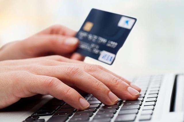 信用卡还不起银行给你两个选择 这是真爱?