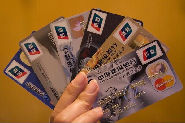 申请信用卡时 工资卡所在行更容易下卡吗?