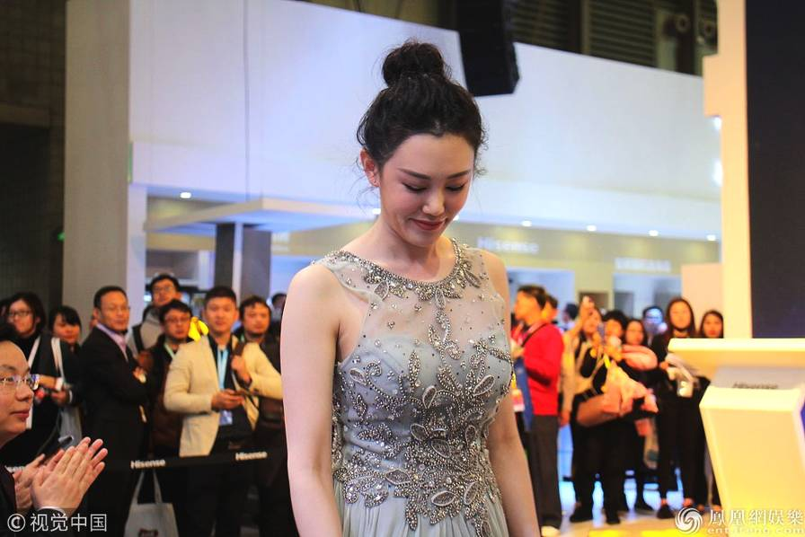 王姬27岁女儿近照曝光 身穿透视纱裙清新甜美