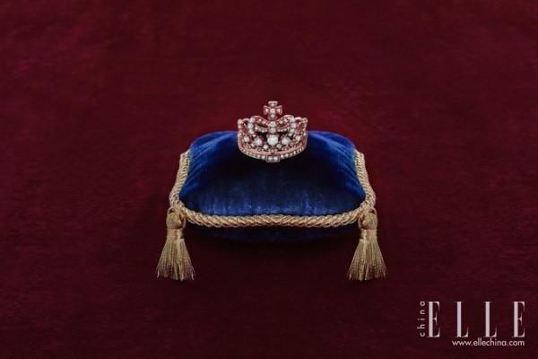 英皇珠宝Crown系列是最美的赞歌 令生命无限闪亮!
