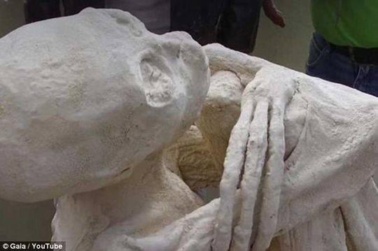 南美洲出土奇怪木乃伊 它们只有三根手指