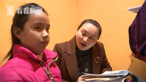 10岁失明女孩考钢琴八级 音乐为她开启了全新的世界