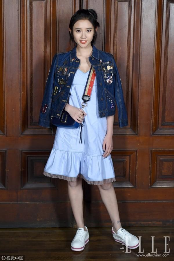 早春美丽标配,运动鞋MIX裙子让你动感与甜美兼得!