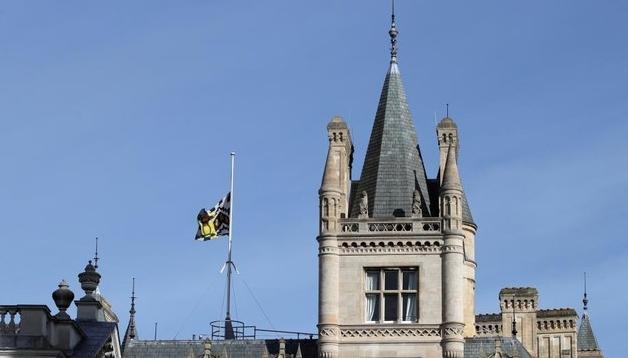 剑桥大学降半旗 悼念伟大物理学家霍金去世