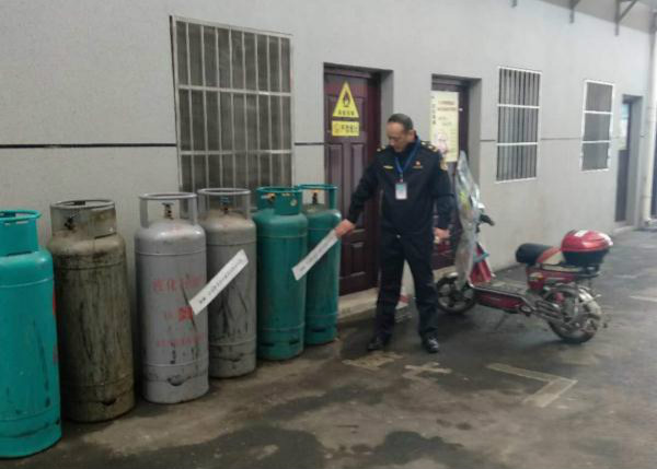 武汉民房非法储存9瓶液化气 餐厅负责人被行拘五日
