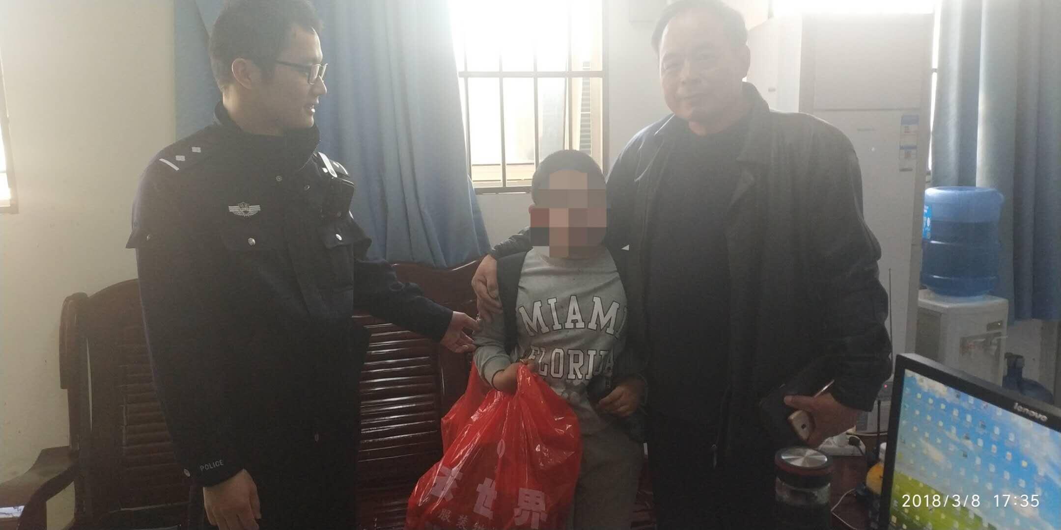 9岁男孩买票寻母 瞒着家人出来去武汉找妈妈