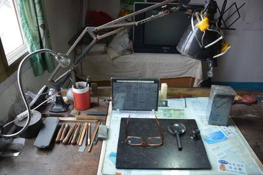 四川八旬老人坚持雕刻70年 凭借不仅仅是一时的兴趣